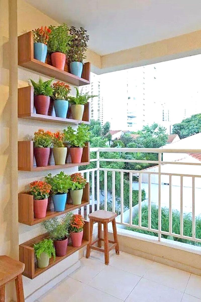 Vasos coloridos para mini horta