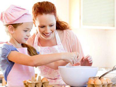 Pais e filhos podem trabalhar e se divertir cozinhando
