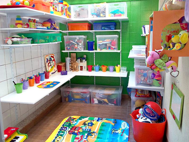 Caixas transparentes para quarto infantil
