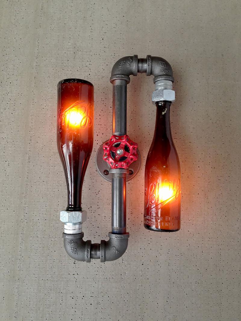 Luminária feita com canos e garrafas