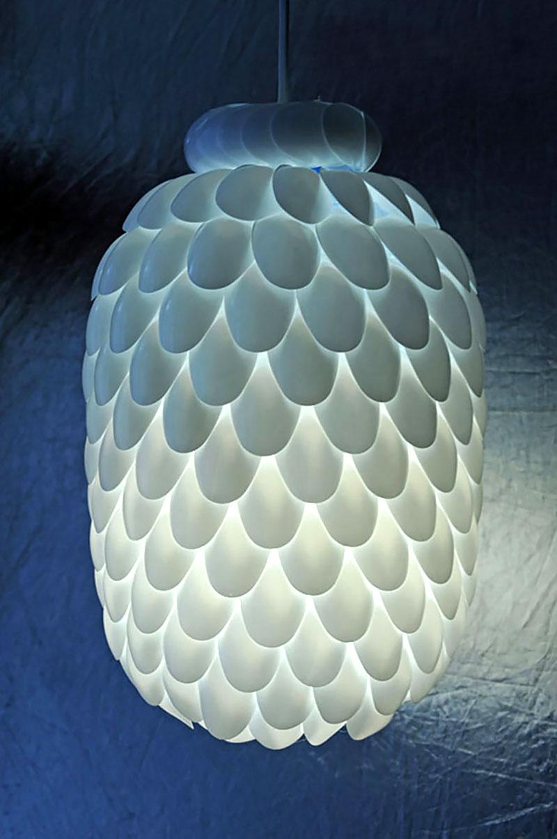 Luminária feito com colheres