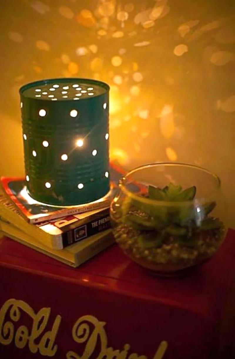 Luminária de mesa feito com lata furada