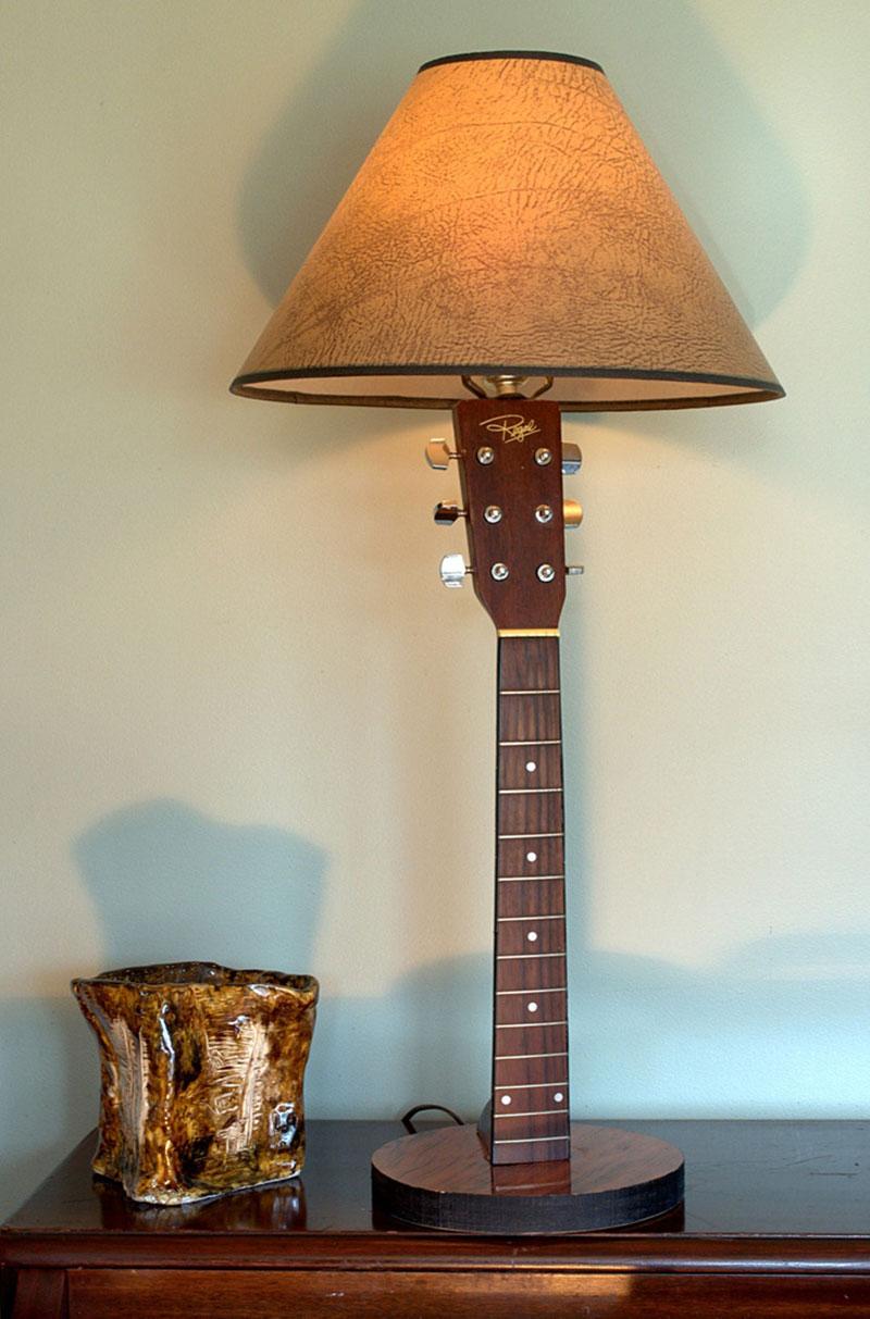 Luminárias feito com braço de violão