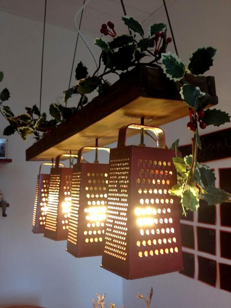 Luminária feita com ralador de alimentos