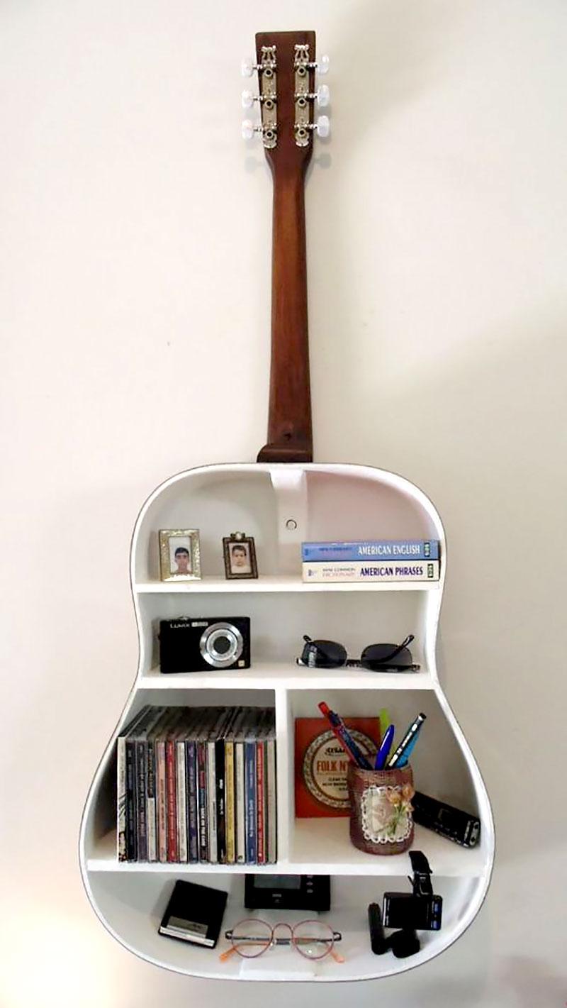 Prateleira criativa feito com violão