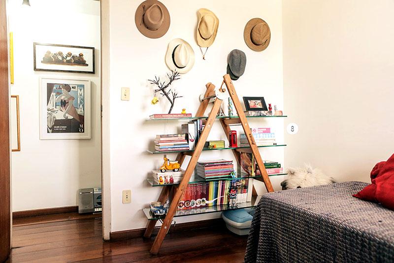 Prateleira em madeira feito com escada