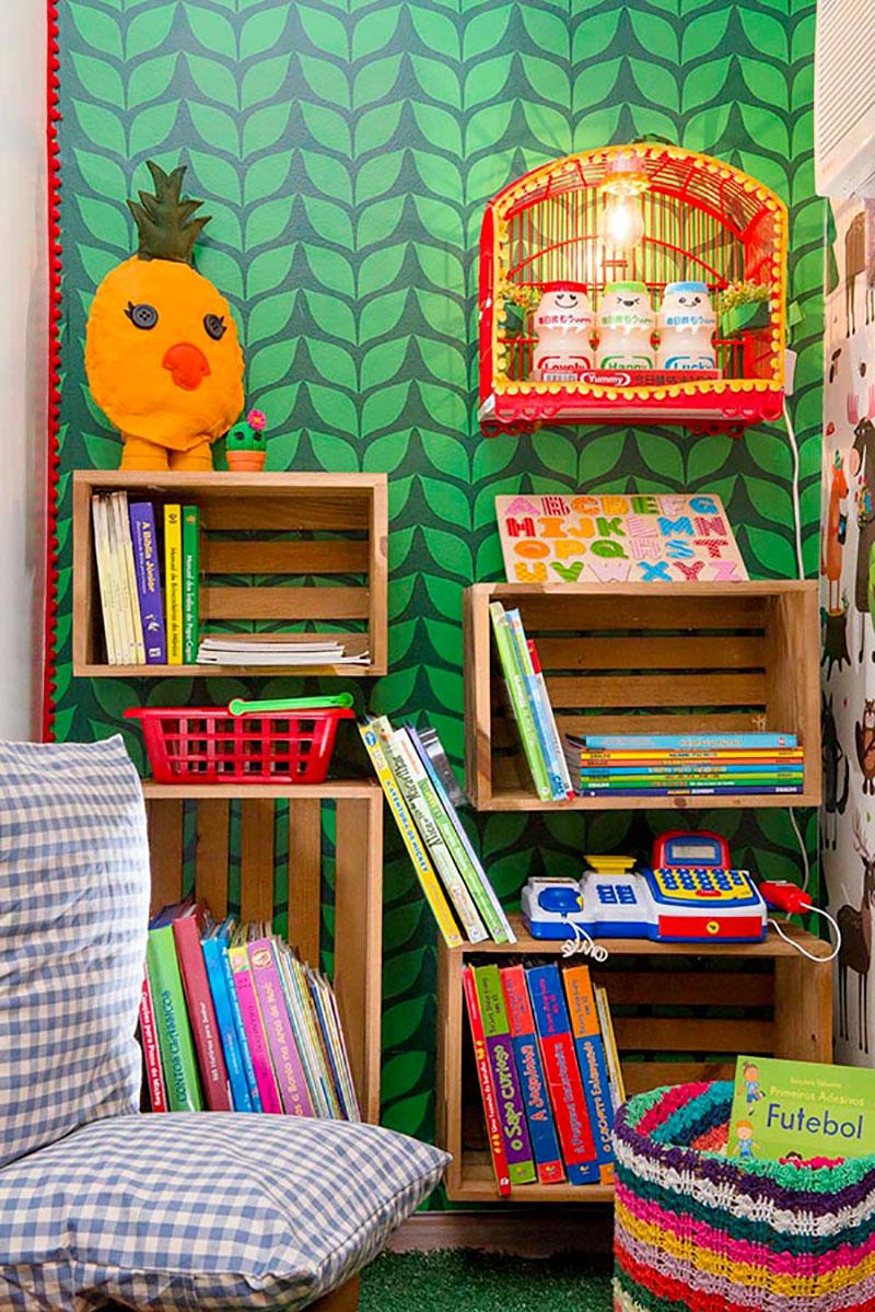 Caixotes de madeira nas paredes