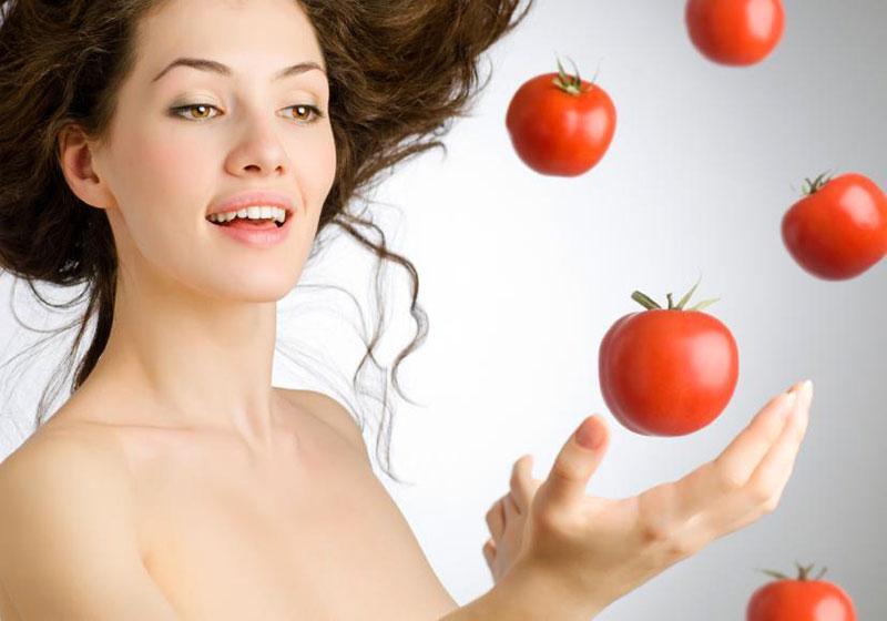 O tomate auxilia na beleza e saúde da pele e dos cabelos