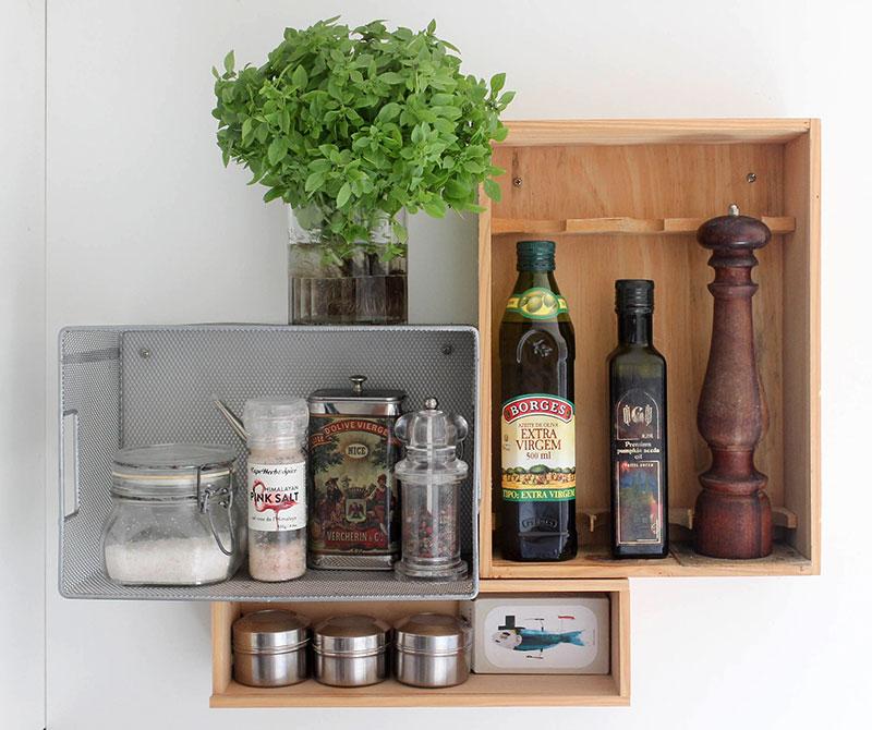 Organizador de parede com caixas e gavetas para cozinha