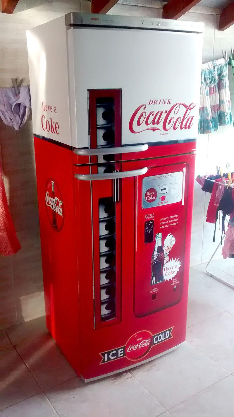 Geladeira envelopada da Coca-Cola