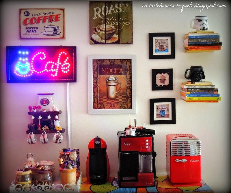 Cantinho do café decorado com quadros