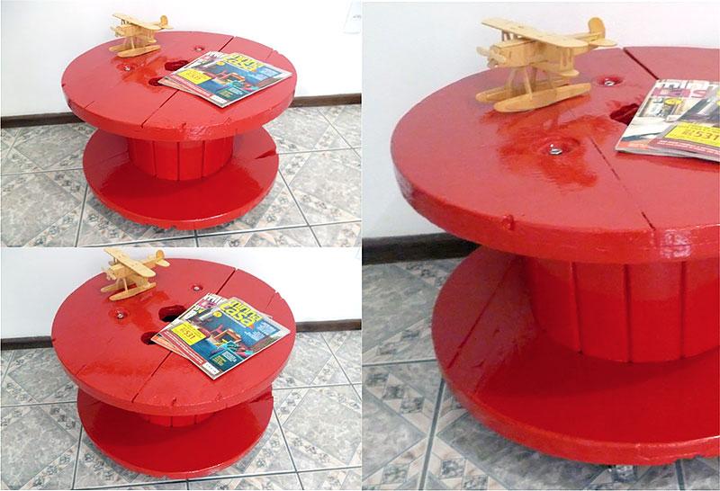 DIY: Mesa vermelha feita com Carretel de Madeira