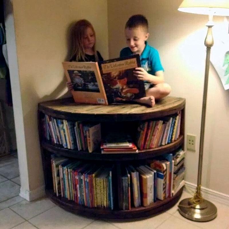 DIY: Mesa de canto feito com carretel de madeira