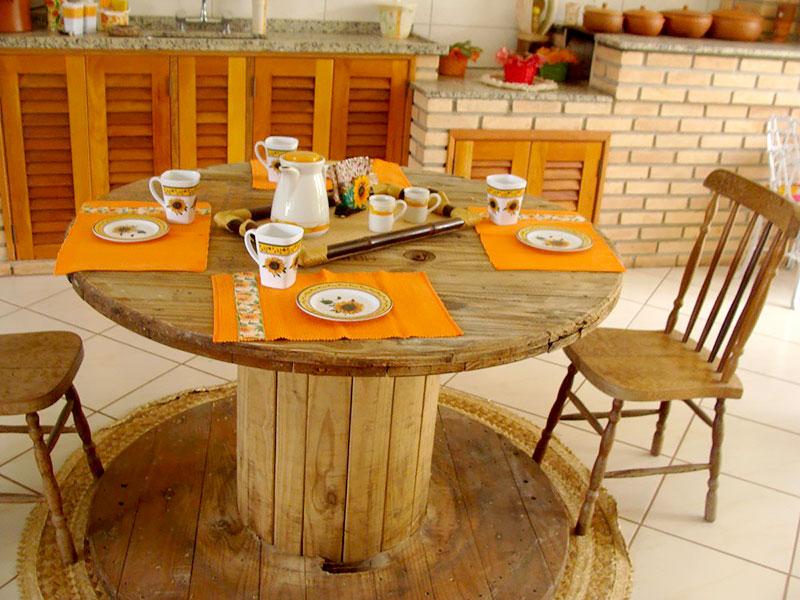 DIY: Mesa rústica feita com Carretel de Madeira