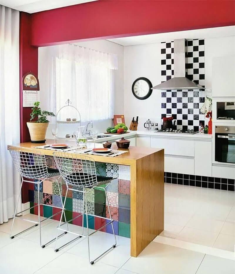 Cozinha americana - Parede com acabamento vermelho