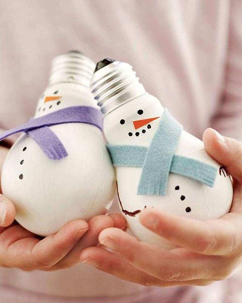 Boneco de Neve feito com Lãmpada