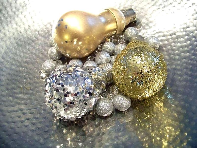 Lâmpadas decorativas pratas e douradas