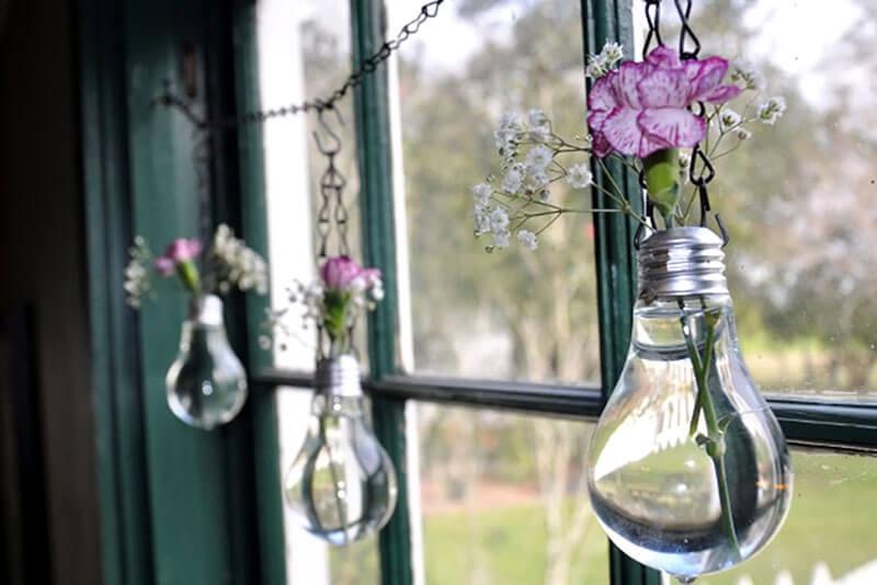Mini jardim suspenso com lâmpadas