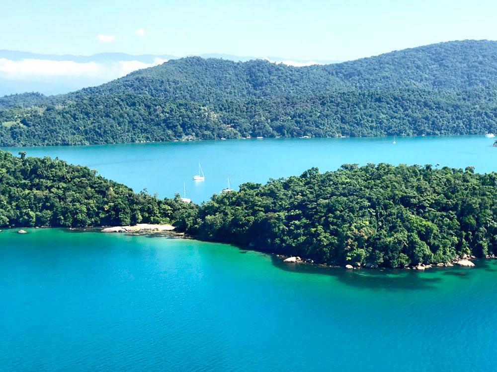 Ilha da Cotia na enseada de Paraty Mirim