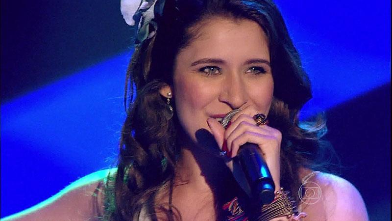 Cantora londrinense Carla Casarim