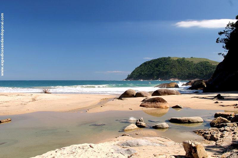 Trilha na Praia Antiguinhos em Paraty