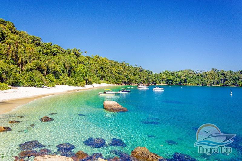 Praia do Dentis na Ilha da Gipoia