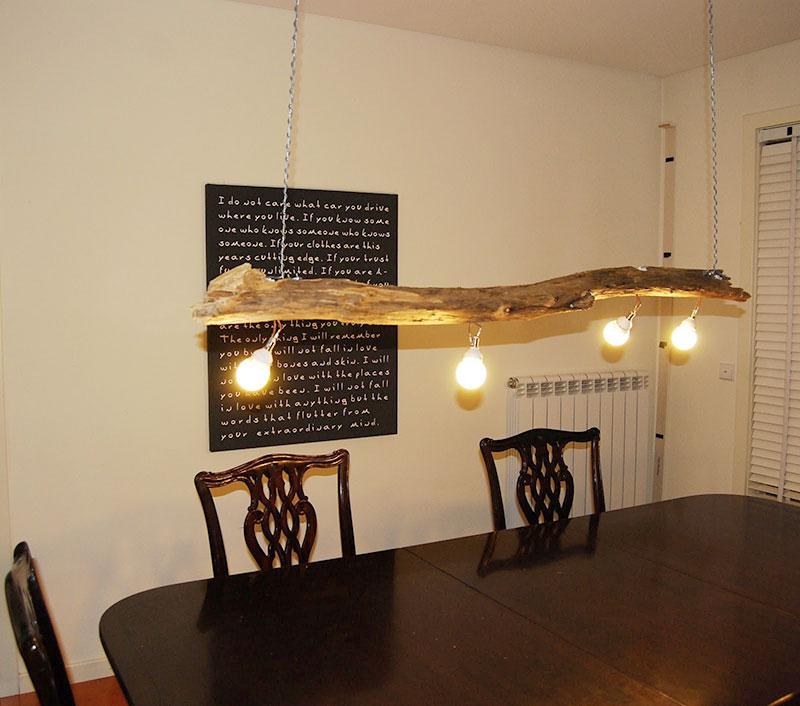 Lustre pendente em madeira rústica