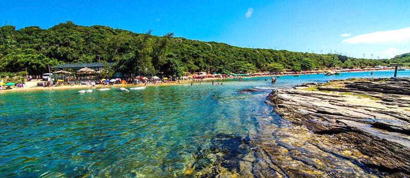 A cristalinidade das águas da Praia da Tartaruga impressionam. (Foto: O Globo)